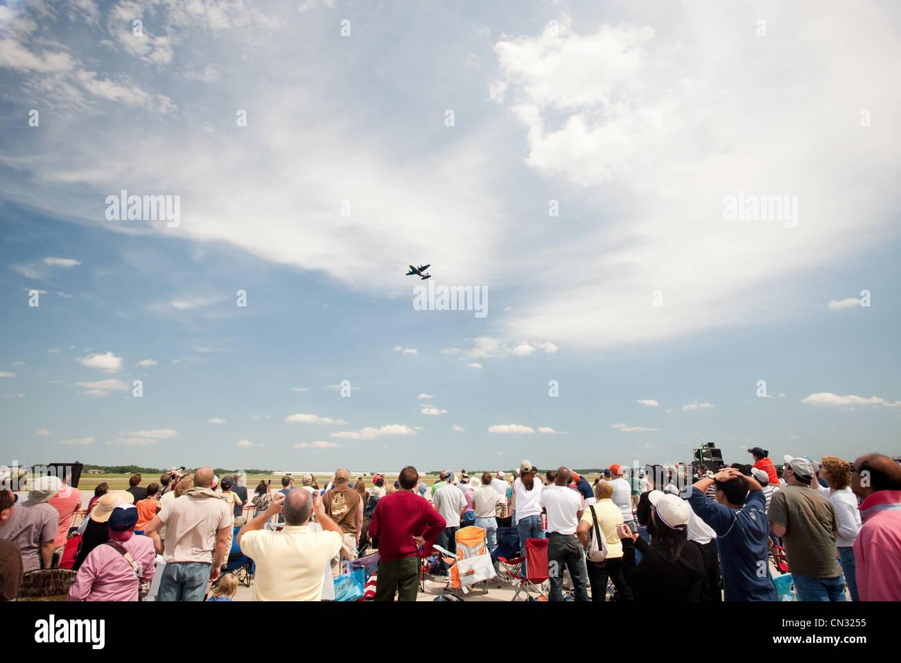 Spectators at airshow - Stock Image