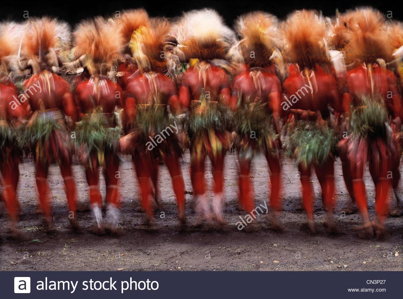 Huli tribesmen perform at singsing at Mount Hagen, Papua New Guinea - Stock Image