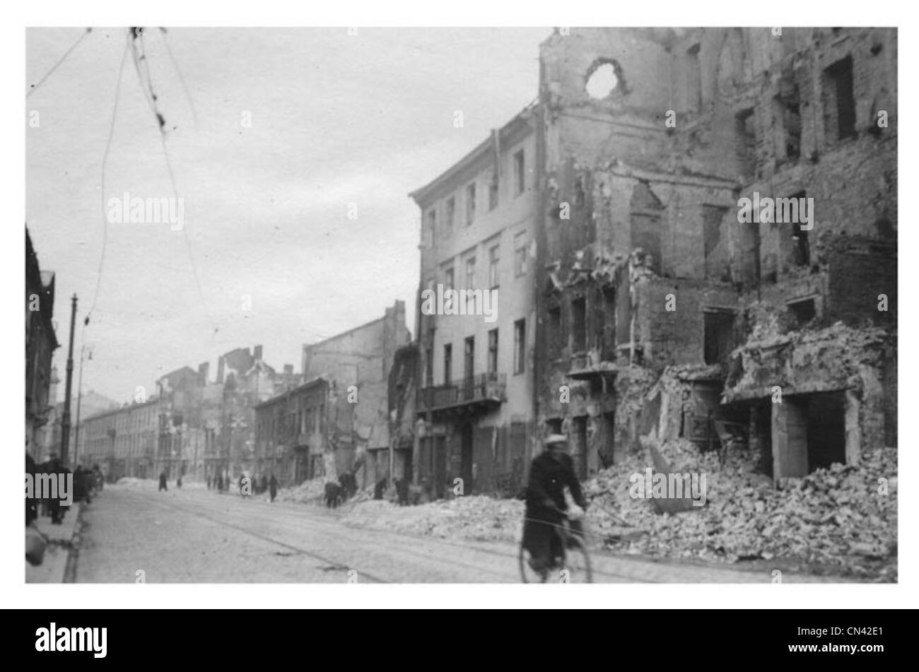 https://c7.alamy.com/comp/CN42E1/warsaw-poland-during-the-second-world-war-CN42E1.jpg