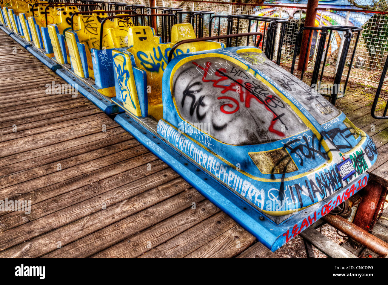 an-abandoned-roller-coaster-train-in-the-funfair-in-treptower-park-CNCDPG.jpg