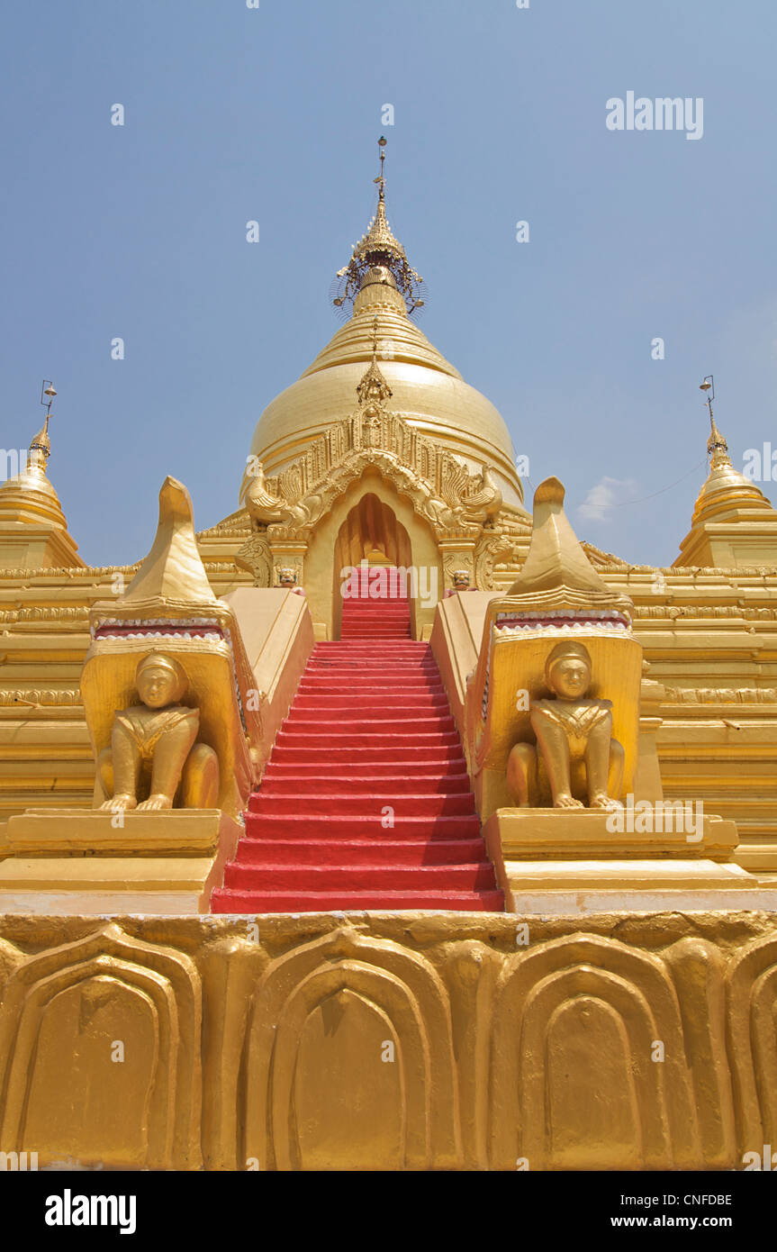 Stairs to the upper terrace of Kuthodaw pagoda, guarded by mythical creatures. Mandalay, Burma. Myanmar. - Stock Image