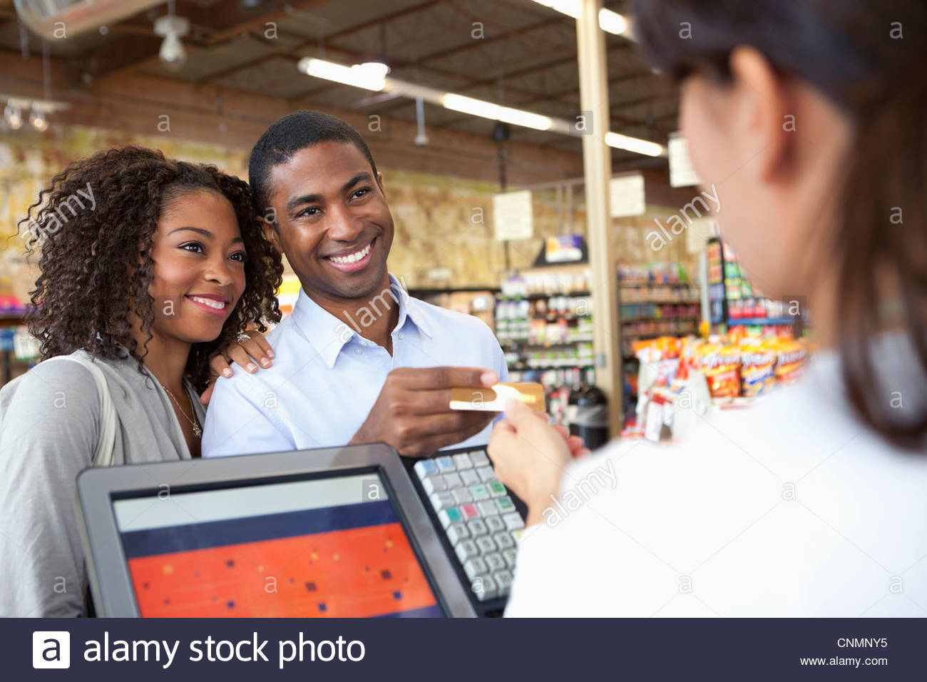 Couple buying groceries in supermarket - Stock Image