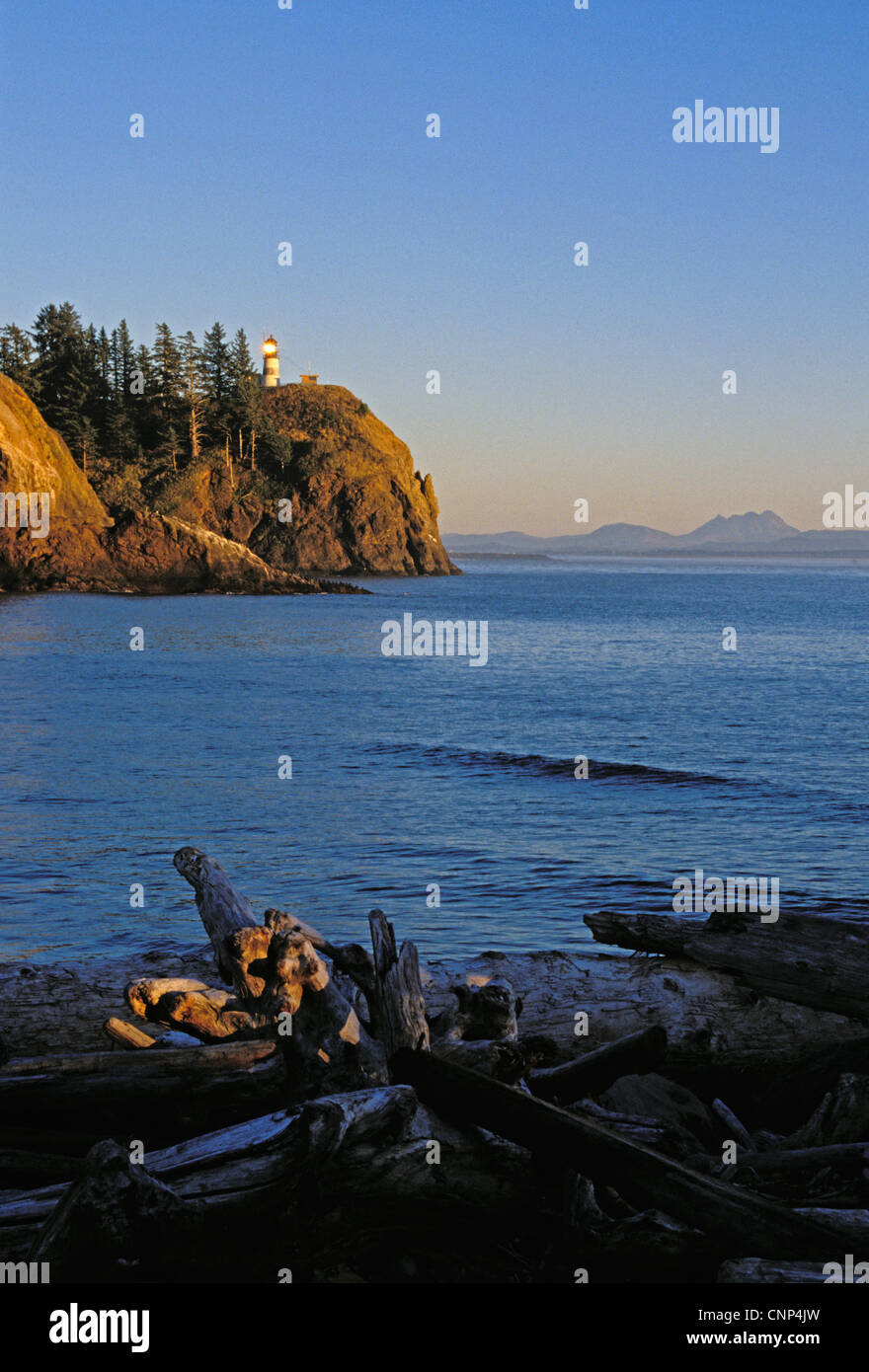Cape Disappointment Lighthouse at the mouth of the Columbia River; Cape Disappointment State Park, Washington. - Stock Image
