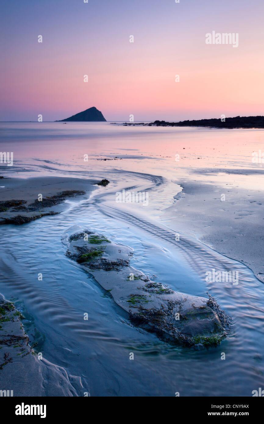 Wembury Bay and the Great Mewstone at sunset, Wembury, Devon, England. Spring (April) 2009 - Stock Image