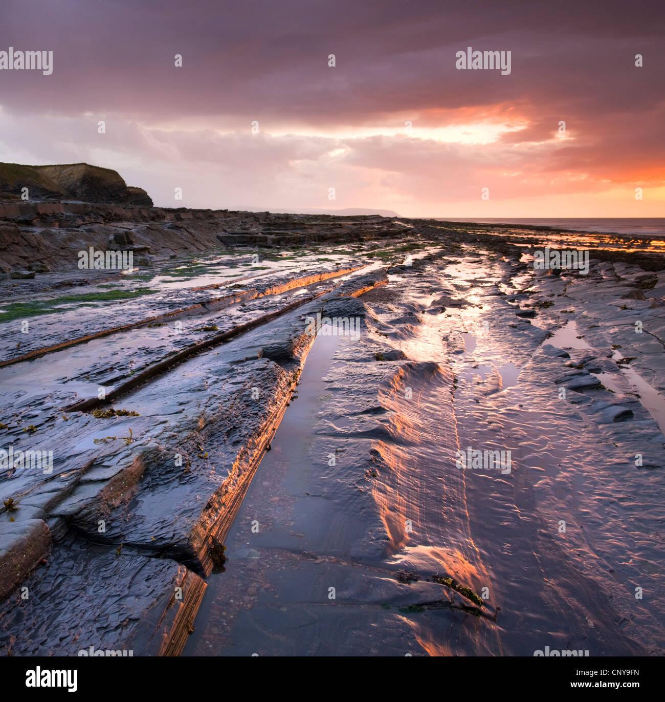 Horiztonal rock strata on Kilve Beach on the North Somerset coast, England. Spring (May) 2009 - Stock Image