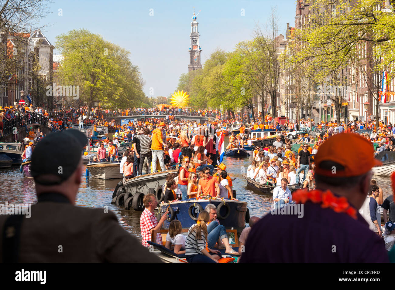 https://c7.alamy.com/comp/CP2FRD/kingsday-kings-day-kings-day-in-amsterdam-canal-parade-in-the-prinsengracht-CP2FRD.jpg