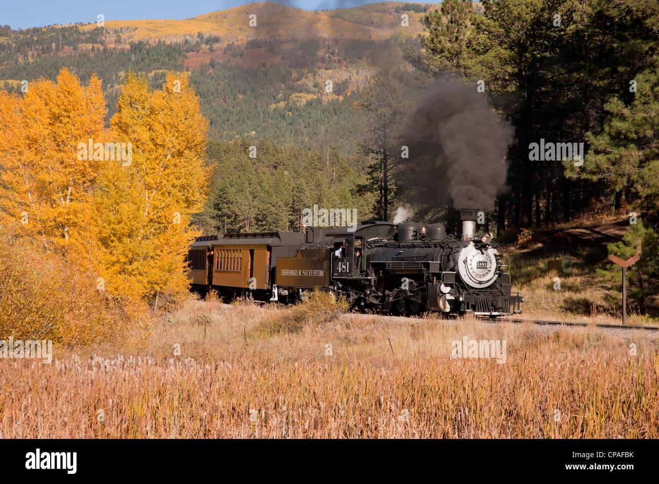 USA, Colorado. The Durango and Silverton Narrow Gauge Railroad chugs along carrying tourists - Stock Image