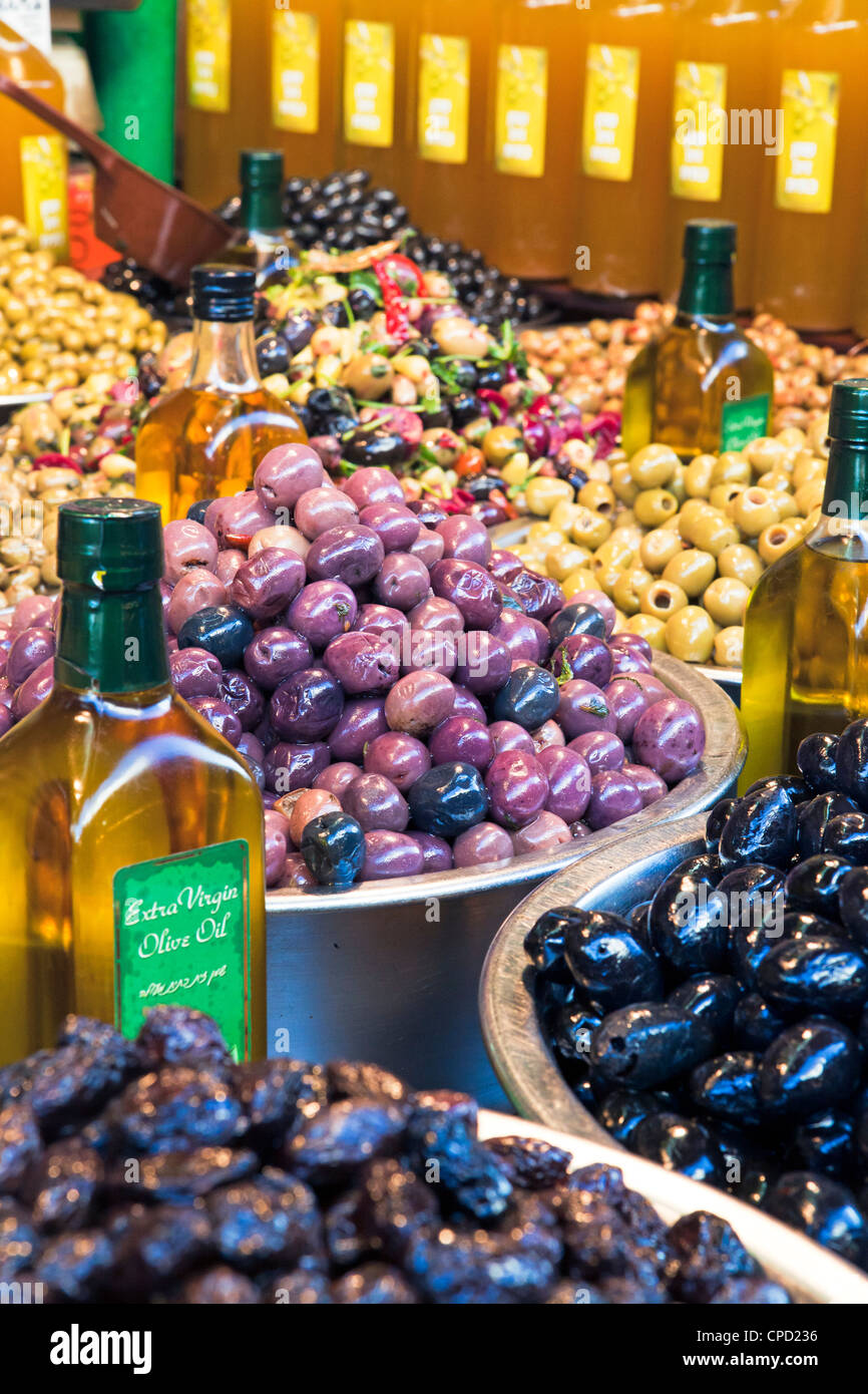 Olives for sale, Shuk HaCarmel market, Tel Aviv, Israel, Middle East - Stock Image