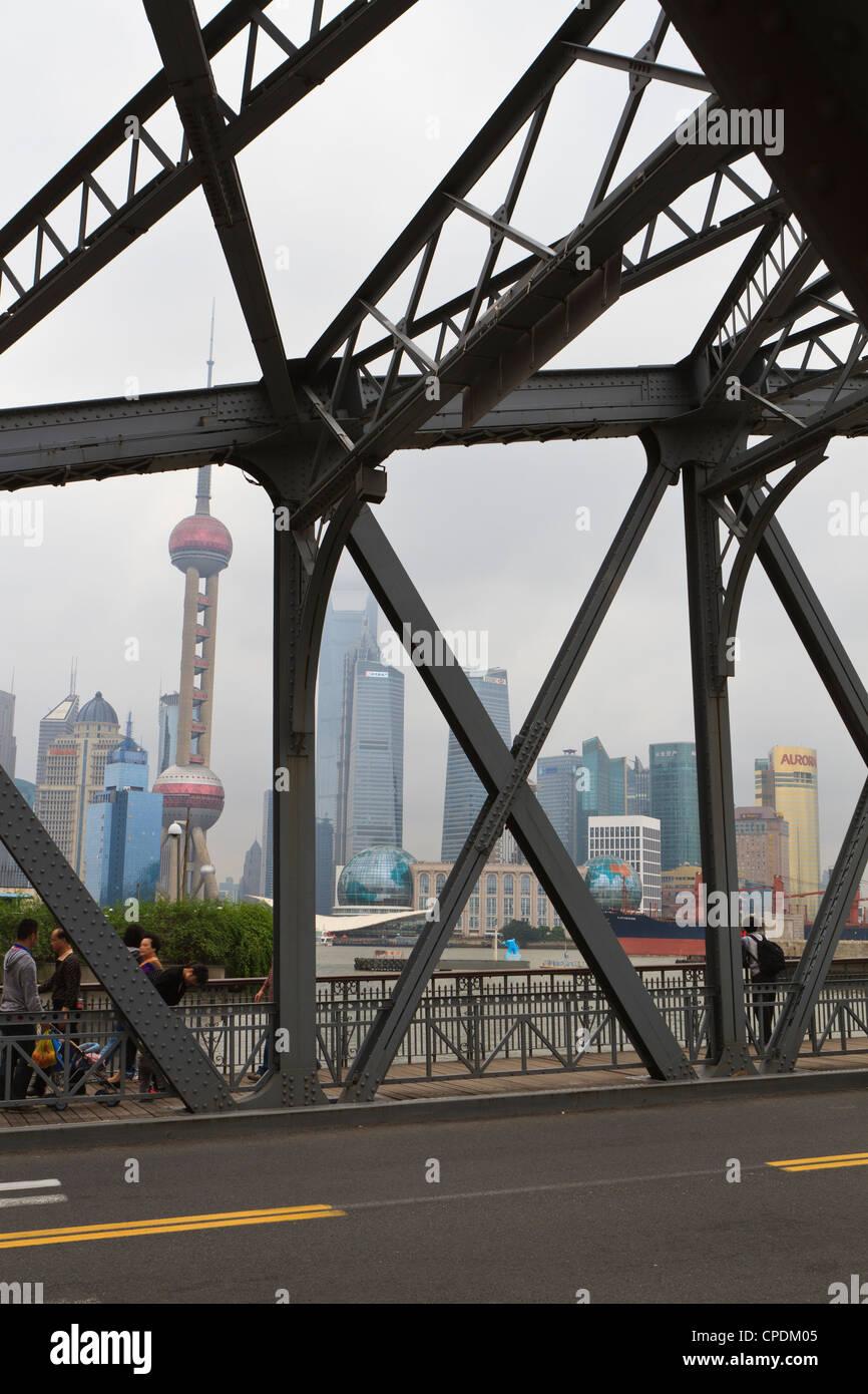 Waibaidu Bridge, spanning Suzhou Creek at its confluence with the Huangpu River, Shanghai, China - Stock Image