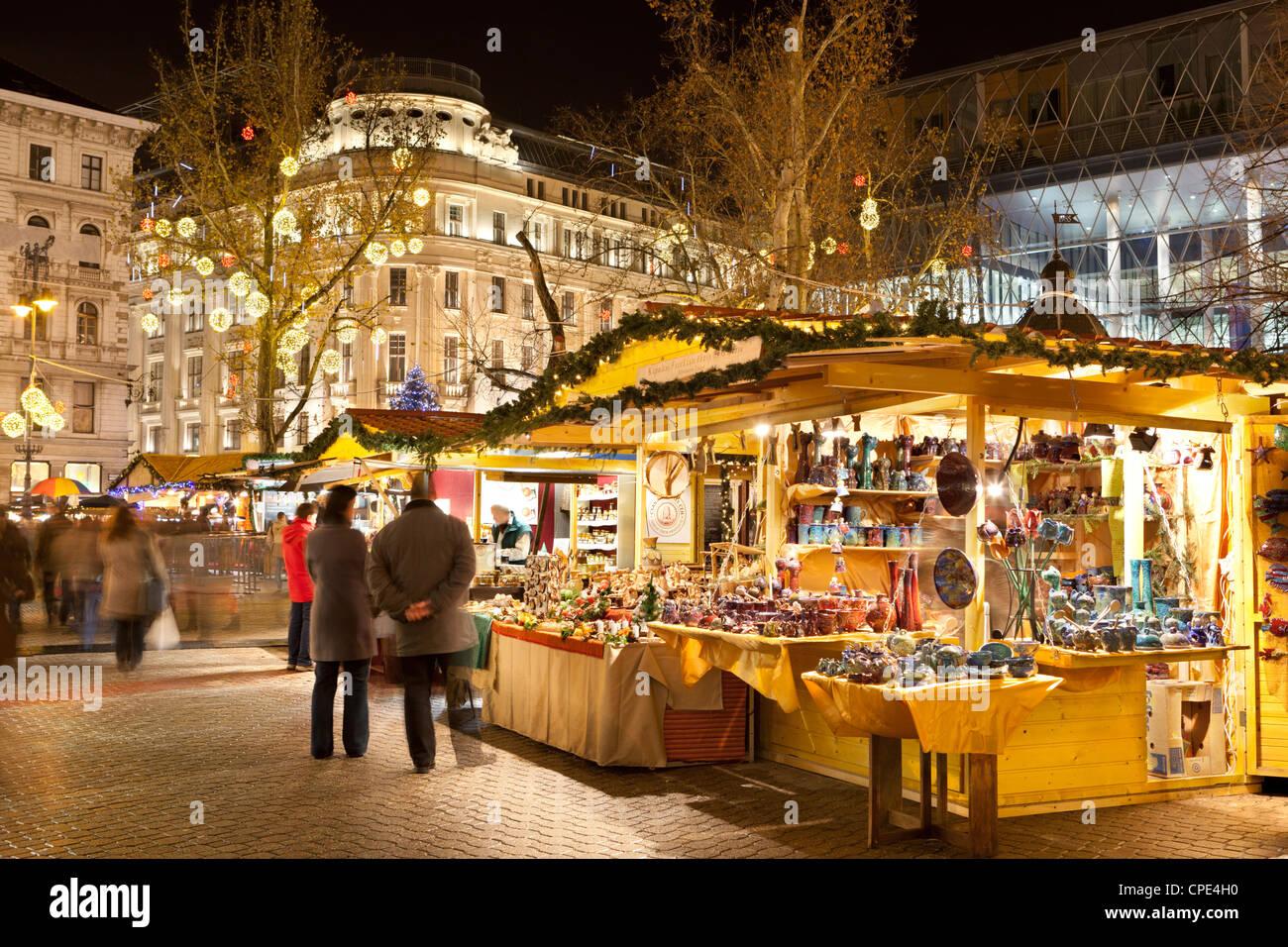 Christmas Market, Vorosmarty Square (Vorosmarty Ter), Budapest, Hungary, Europe Stock Photo