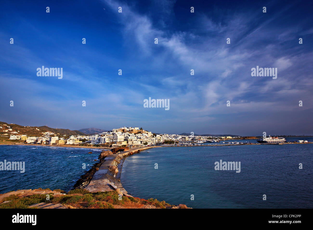 The Chora ('capital') of Naxos island with the castle of Sanoudos on top, as seen from the 'Portara', - Stock Image