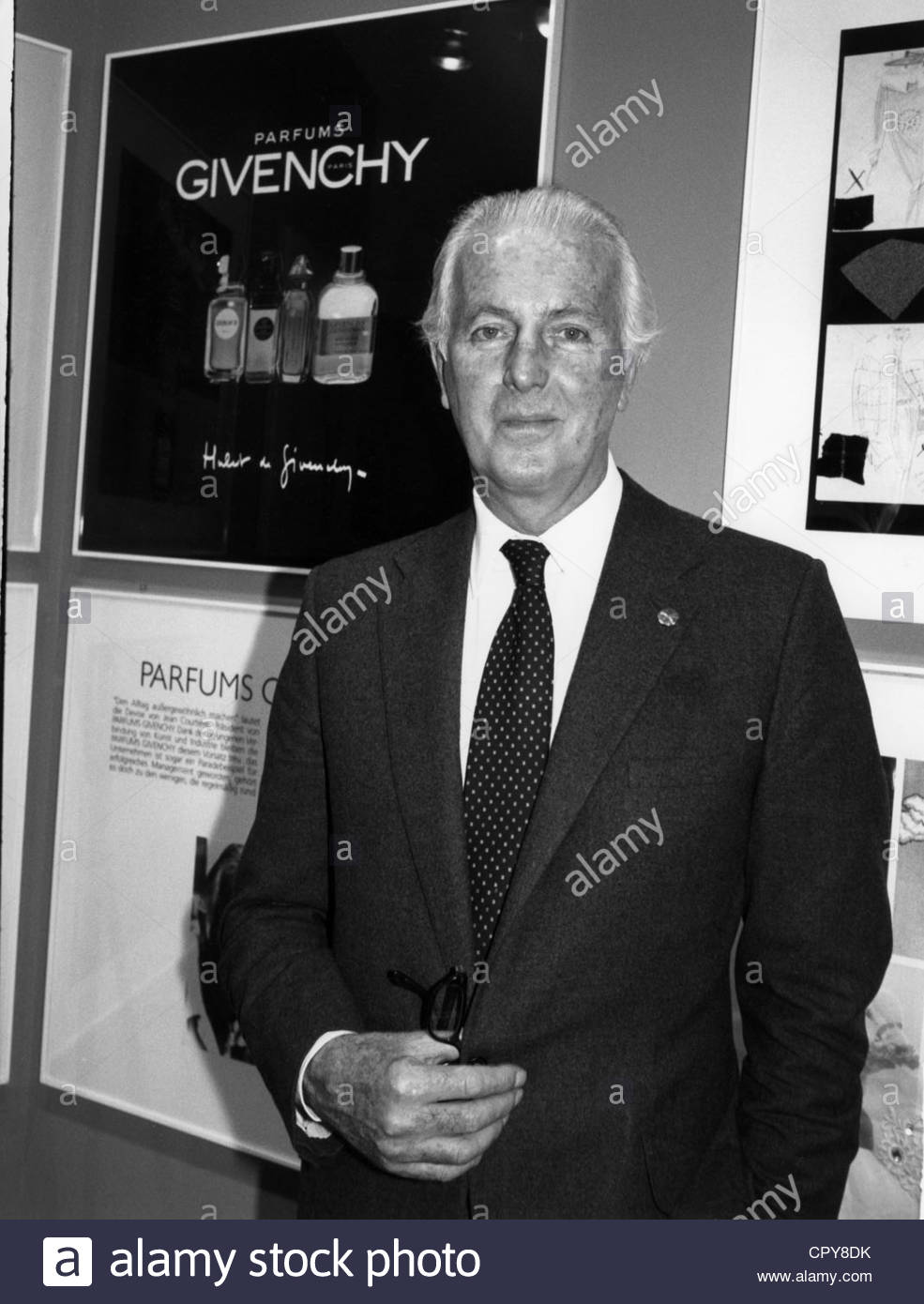 Givenchy, Hubert de, * 20.2.1927, French fashion designer, half length, circa 1987, 1980s, 80s, in front of an advertising - Stock Image