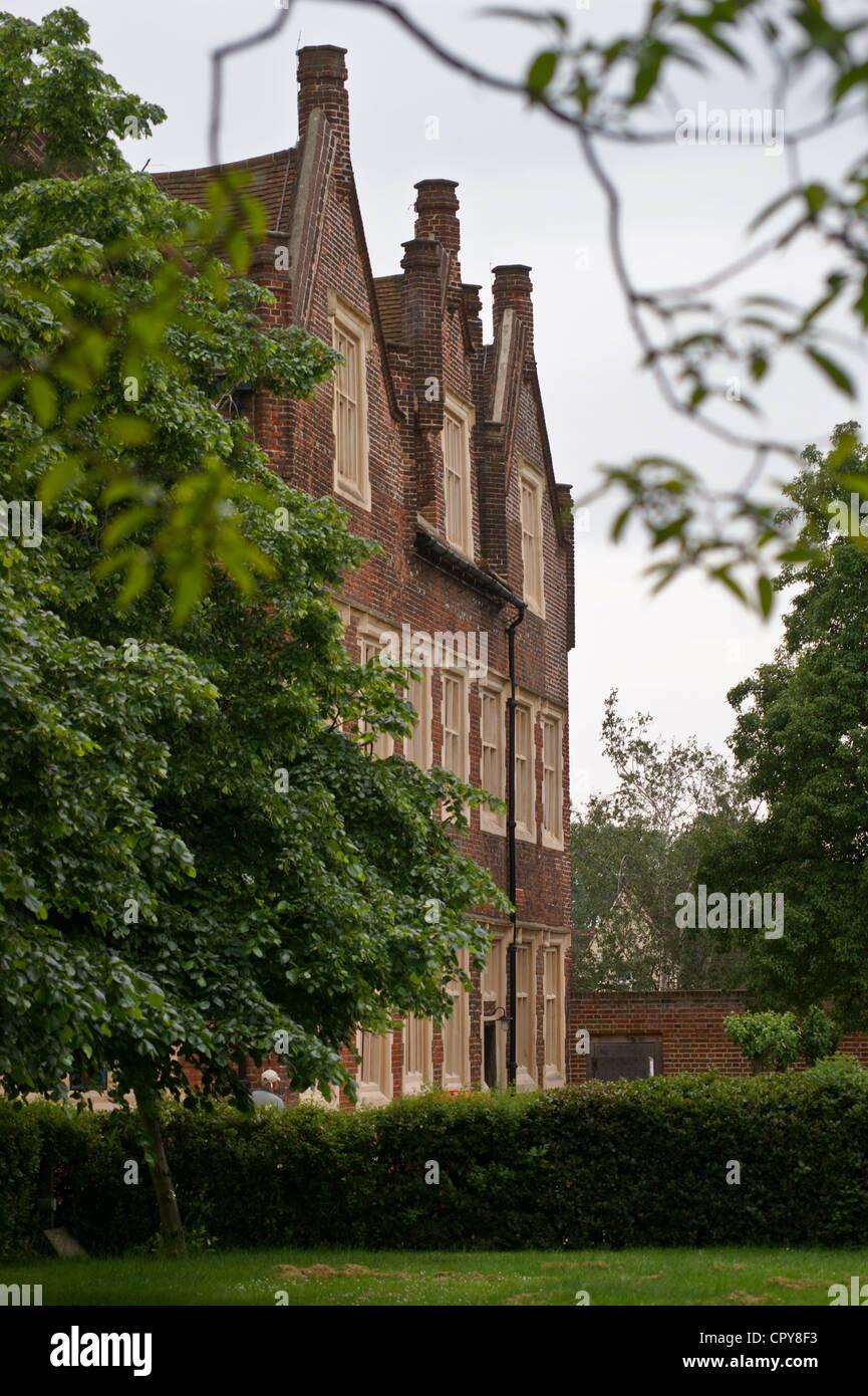 eastbury-manor-tudor-mansion-house-in-barking-essex-england-seen-from-CPY8F3.jpg