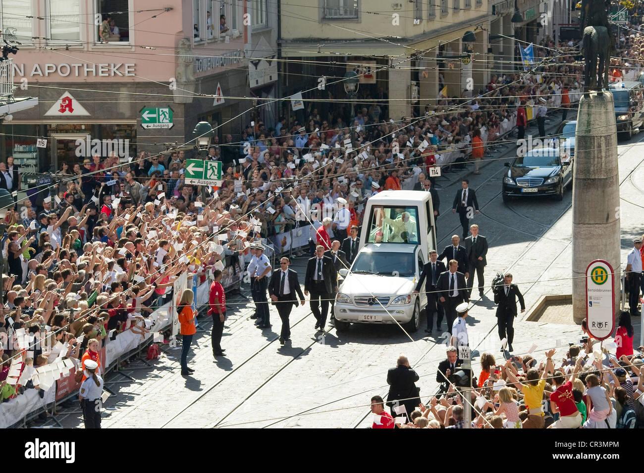 Visit of Pope Benedict XVI on 24th September 2011, Kaiser-Joseph-Strasse, Freiburg im Breisgau, Baden-Wuerttemberg - Stock Image