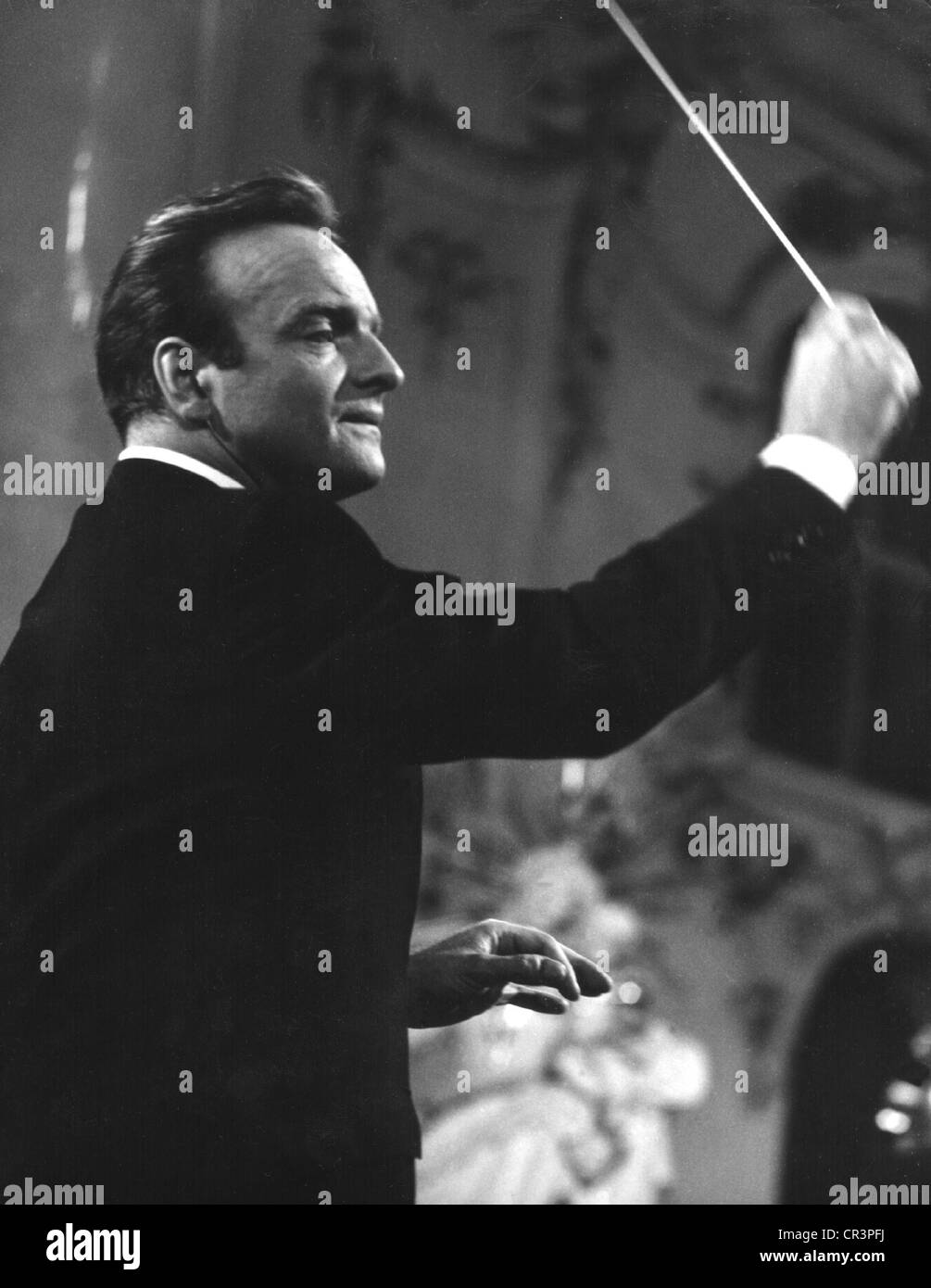 Richter Karl 15.10.1926 - 15.2.1981, German organist, conductor, half length, conducting, during a concert, 1960s, Stock Photo