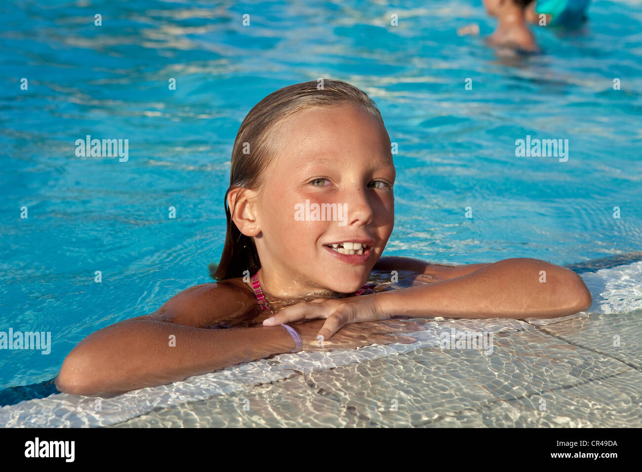 France, Corse du Sud, young girl at the swimming pool - Stock Image