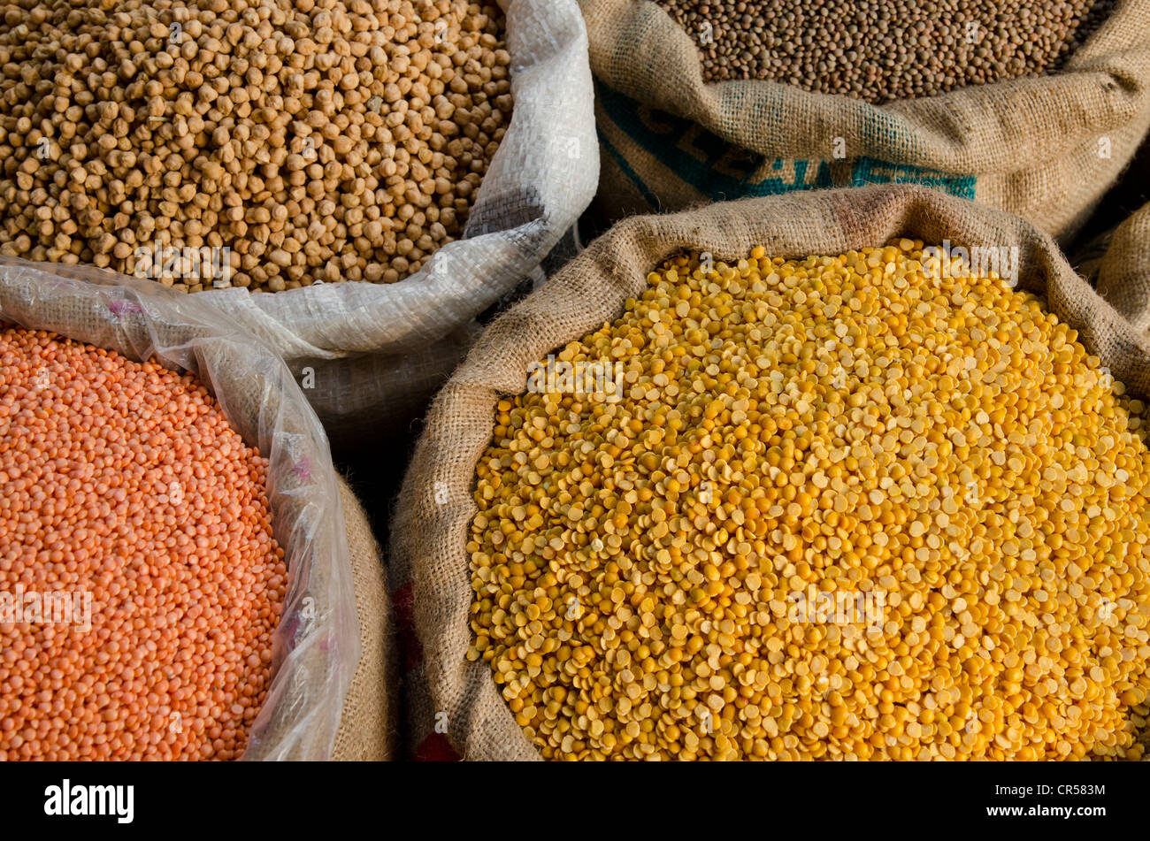 Moong Dhal, Urid Dhal and other types of lentils for sale on the market in the suburb of Paharganj, New Delhi, India, - Stock Image