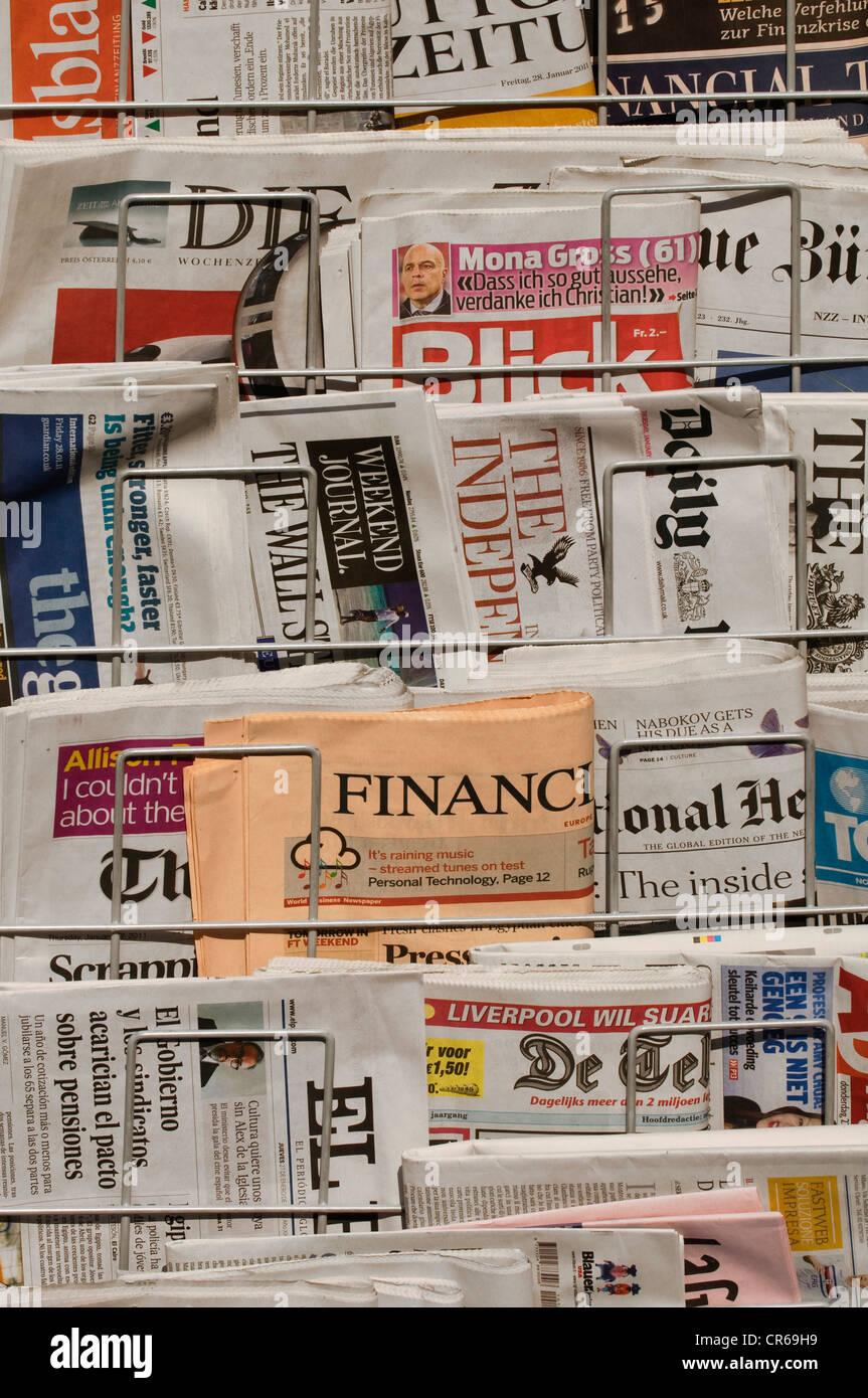 Newspaper stands, newspapers, international press - Stock Image