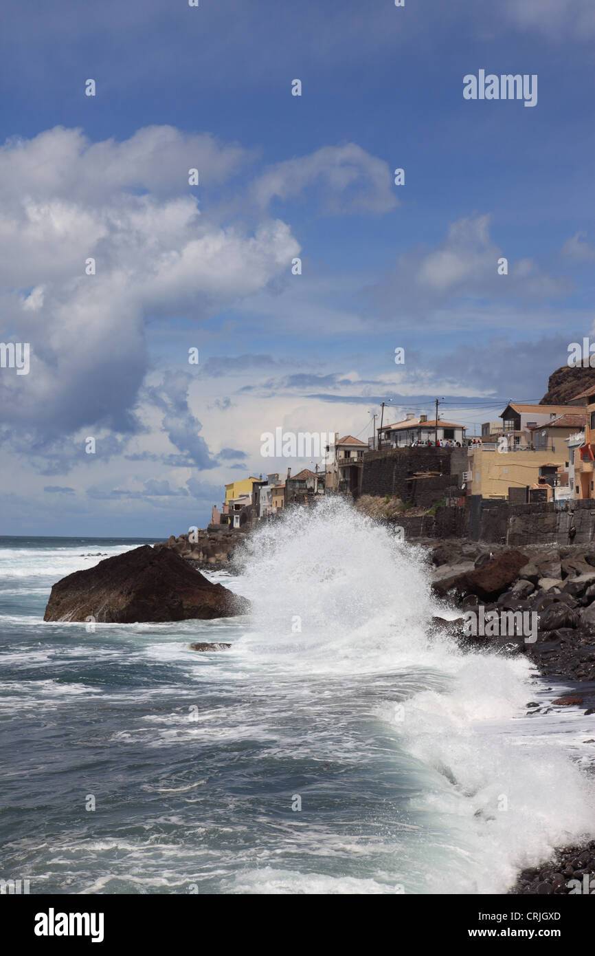 wild Atlantic Ocean at Paul do Mar, Madeira, Portugal, Europe. Photo by Willy Matheisl - Stock Image