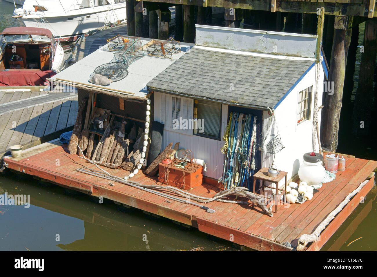 small-floating-house-in-snug-cove-bowen-island-british-columbia-CT6B7C.jpg
