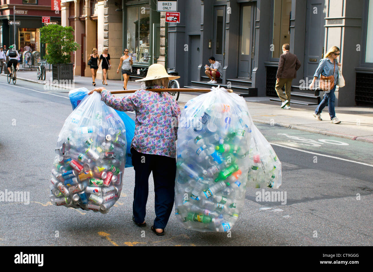 elderly-asian-woman-collecting-cans-and-