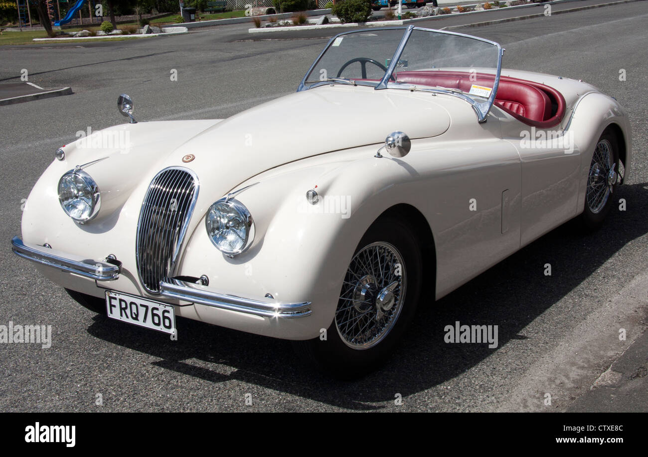 white-jaguar-xk120-classic-sports-car-CT