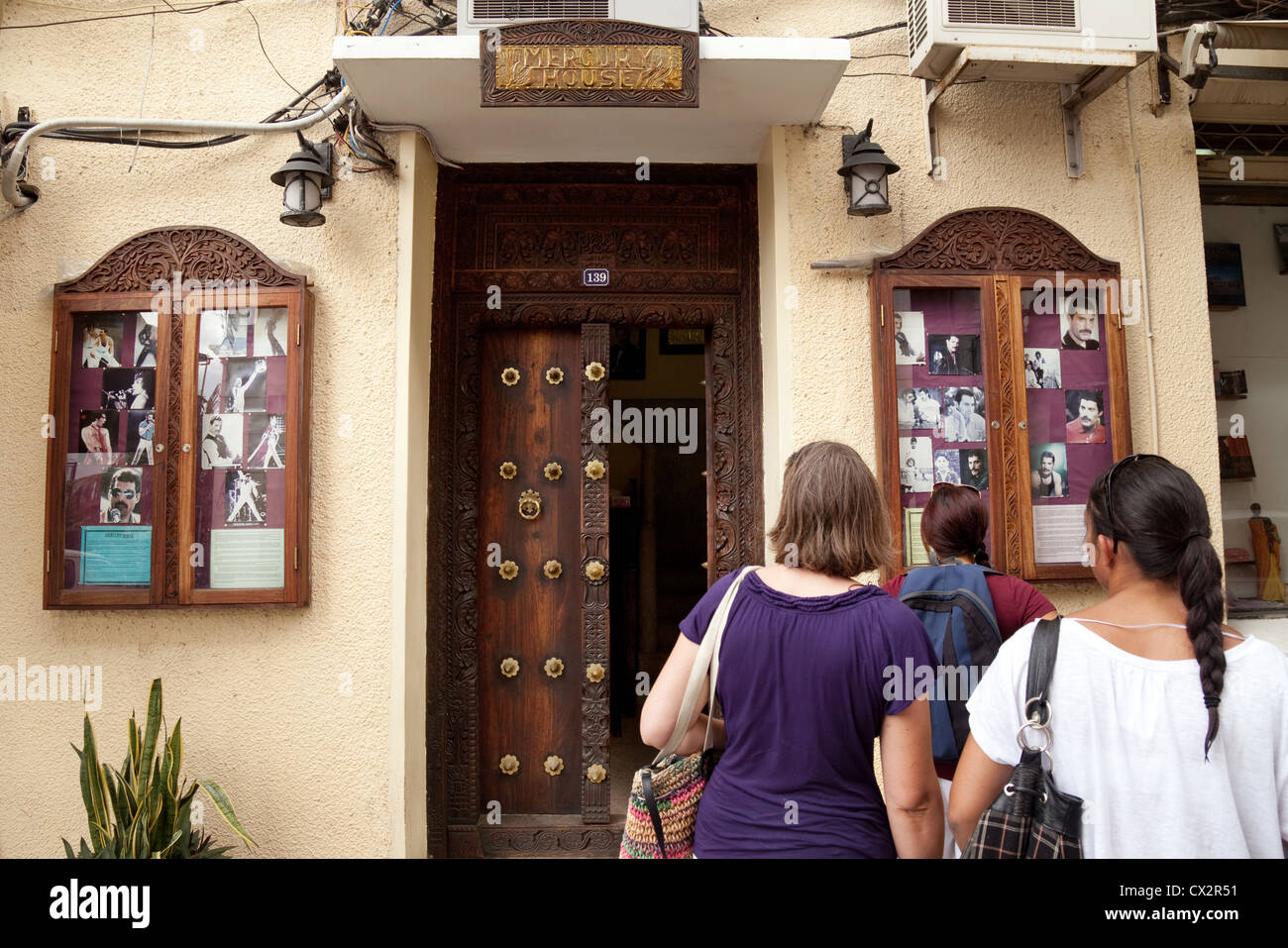 tourists-at-mercury-house-where-freddie-mercury-lived-as-a-child-stone-CX2R51.jpg