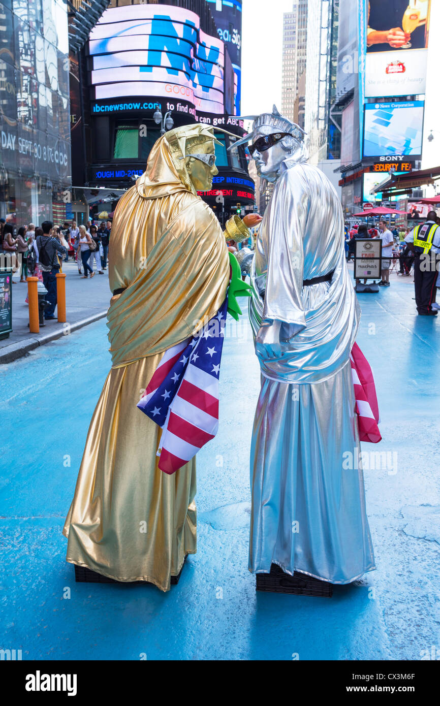 two-men-dressed-as-the-statue-of-liberty