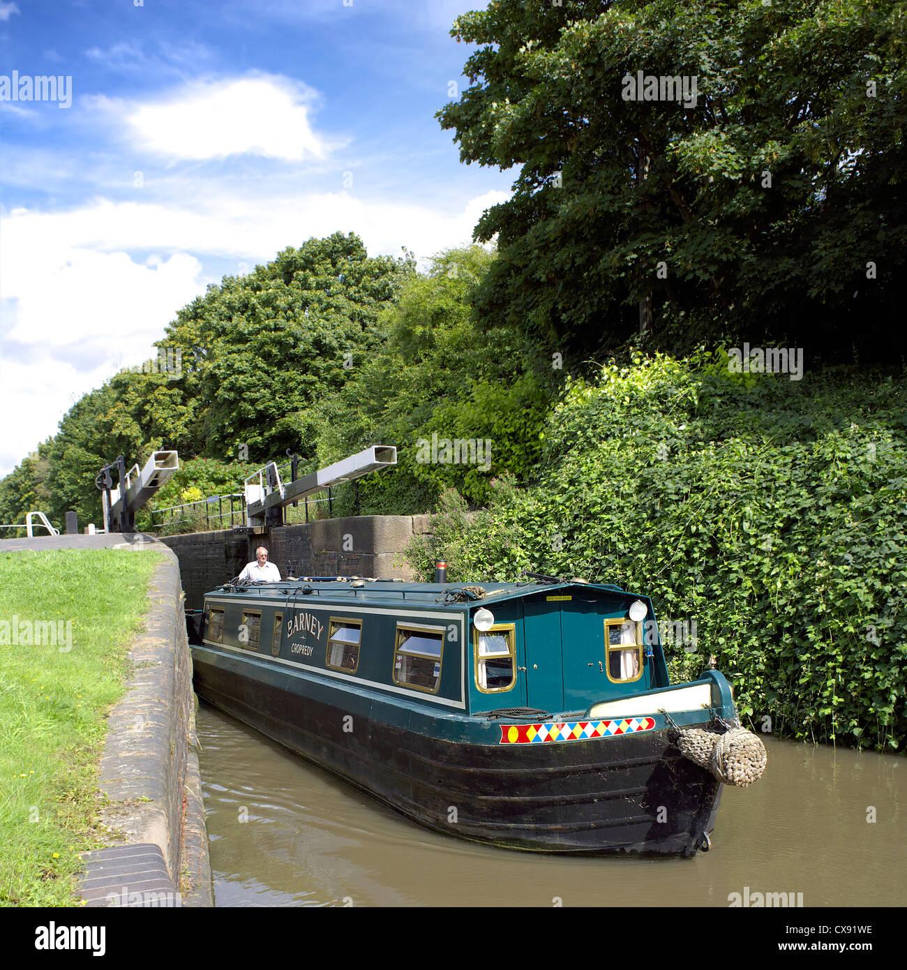 Narrowboat using Glascote Locks on the Coventry Canal, Tamworth, Staffordshire, England, UK, England, UK, GB, colourful, - Stock Image