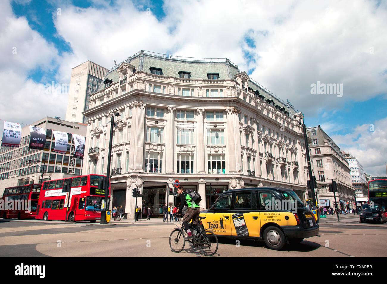 Diagonal pedestrian crossing at Oxford Circus, London, England, United Kingdom, Europe - Stock Image