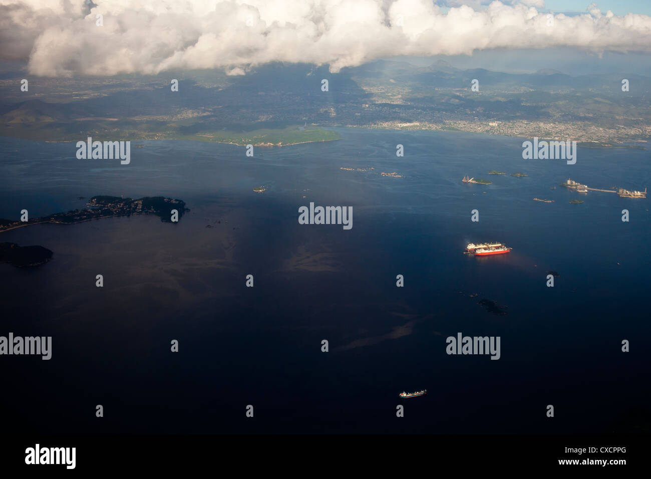 Oil spill near Paqueta island Guanabara Bay Rio de Janeiro Brazil  environmental degradation water pollution - Stock Image
