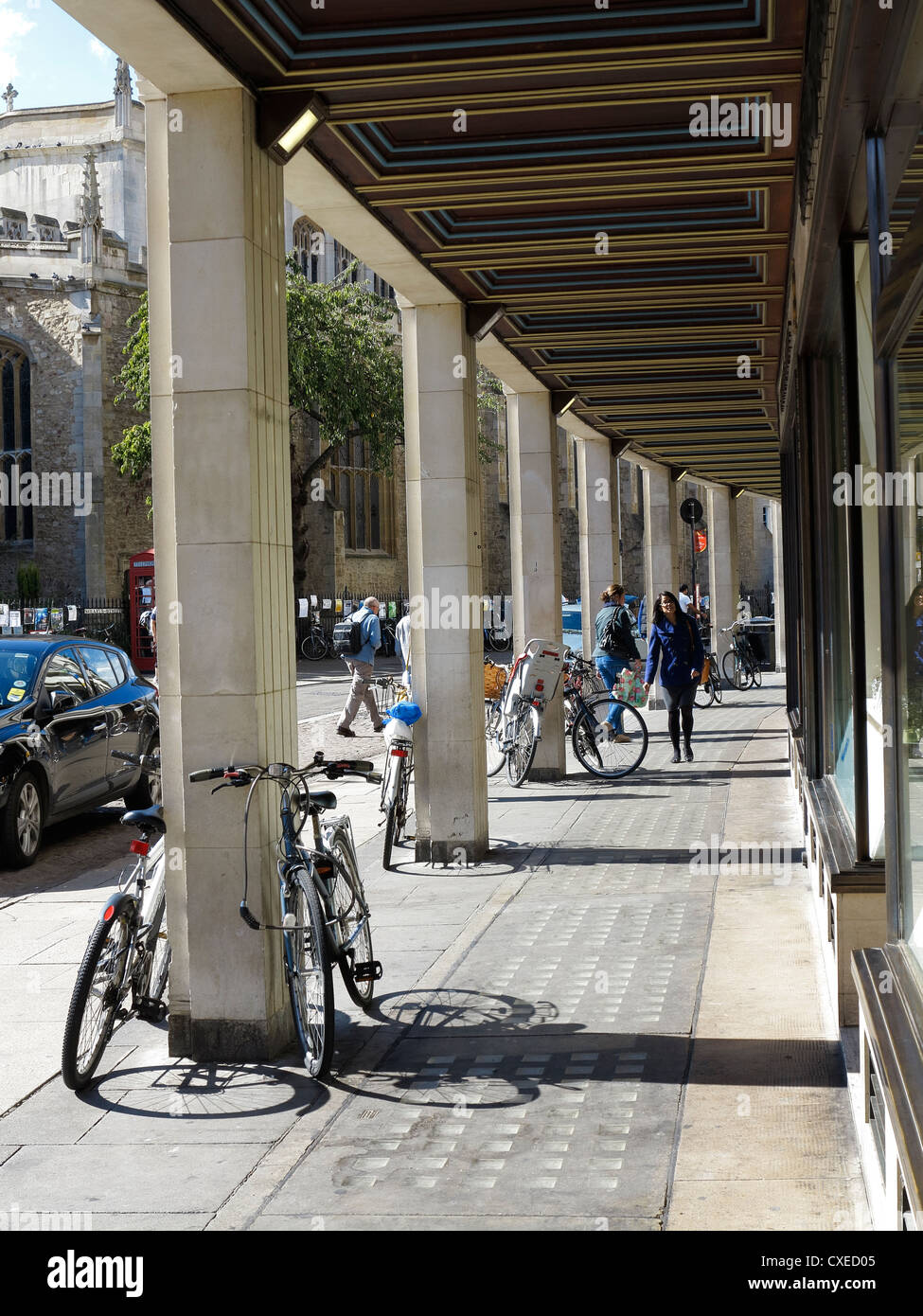 covered-walkway-in-front-of-small-shopping-parade-cambridge-city-CXED05.jpg