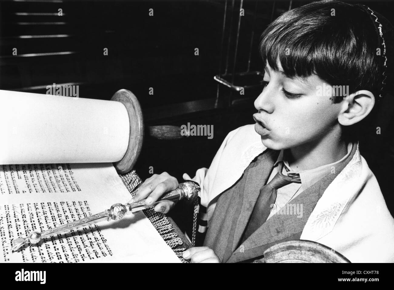 young-jewish-boy-reading-torah-for-his-bar-mitzvah-using-silver-pointer-CXHT78.jpg