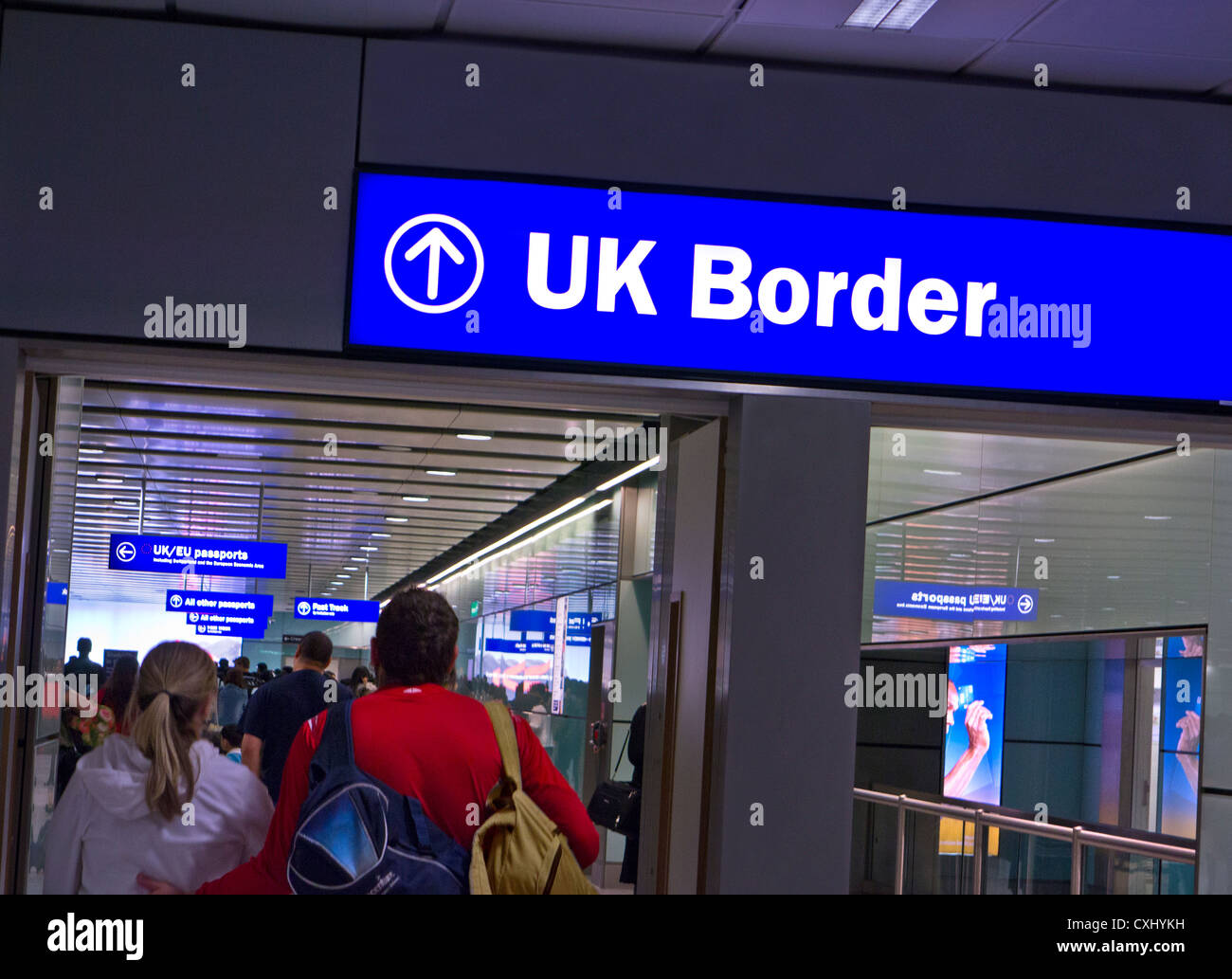 UK IMMIGRATION ARRIVALS Border Control for arriving passengers at London Heathrow airport terminal 3 Stock Photo