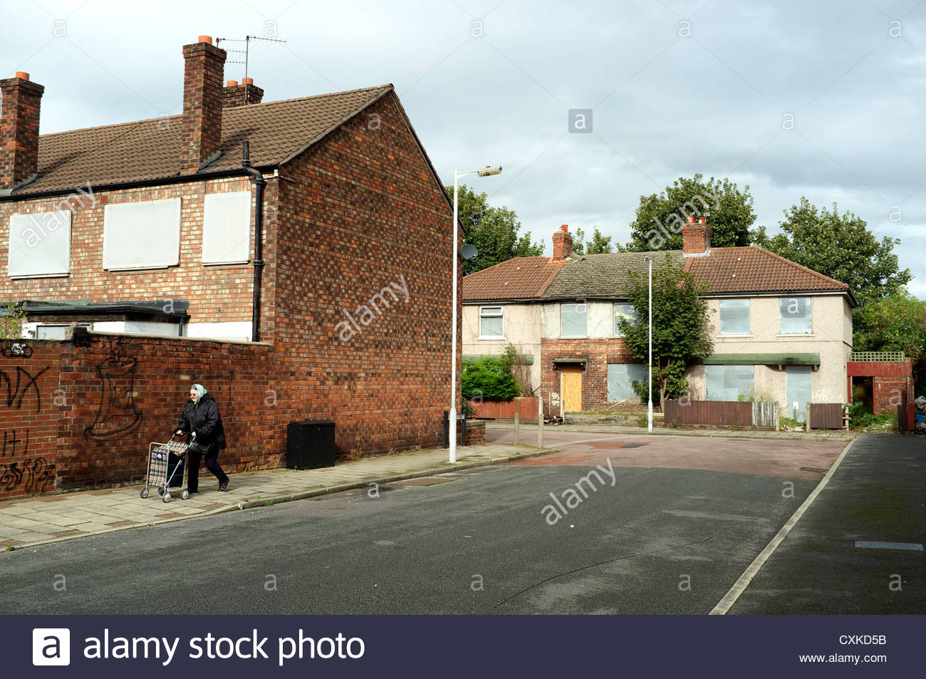 Derelict housing on the corner of Plumer St., and Rundle St., in Birkenhead, Wirral, Merseyside, UK. Stock Photo