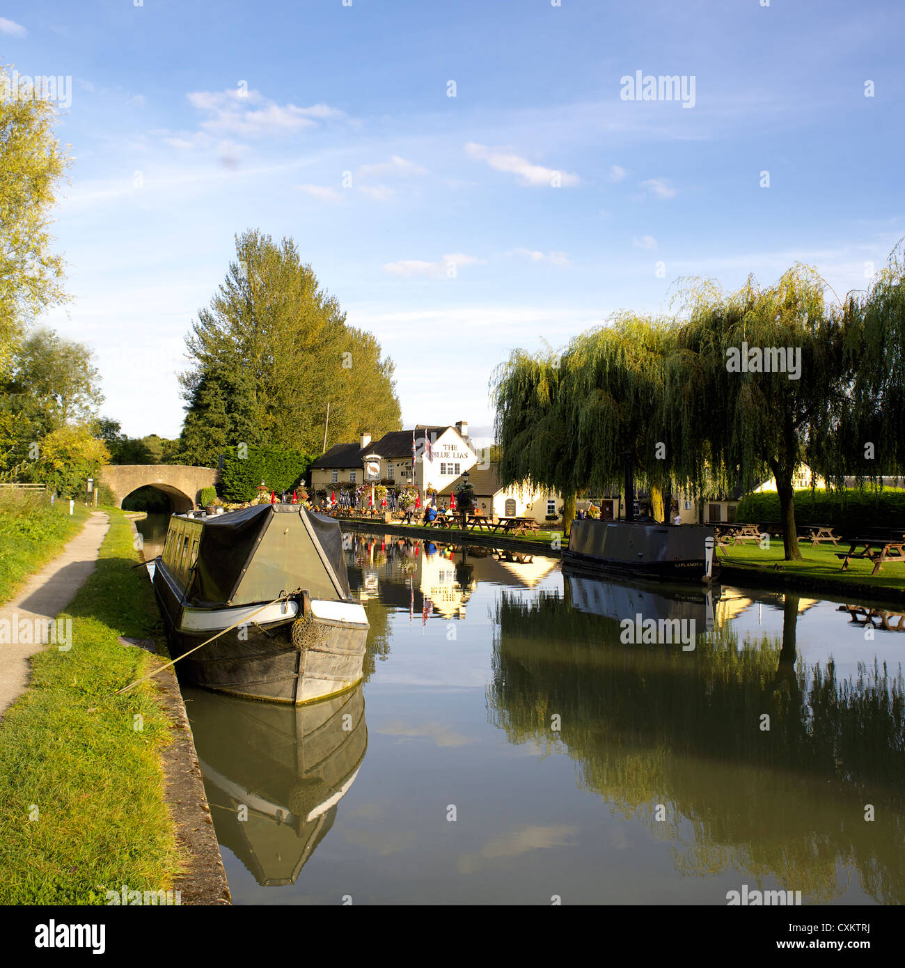 The Blue Lias Inn, Grand Union Canal, Warwickshire, UK, England, GB, British, English, country, pubs, pub, inland, - Stock Image