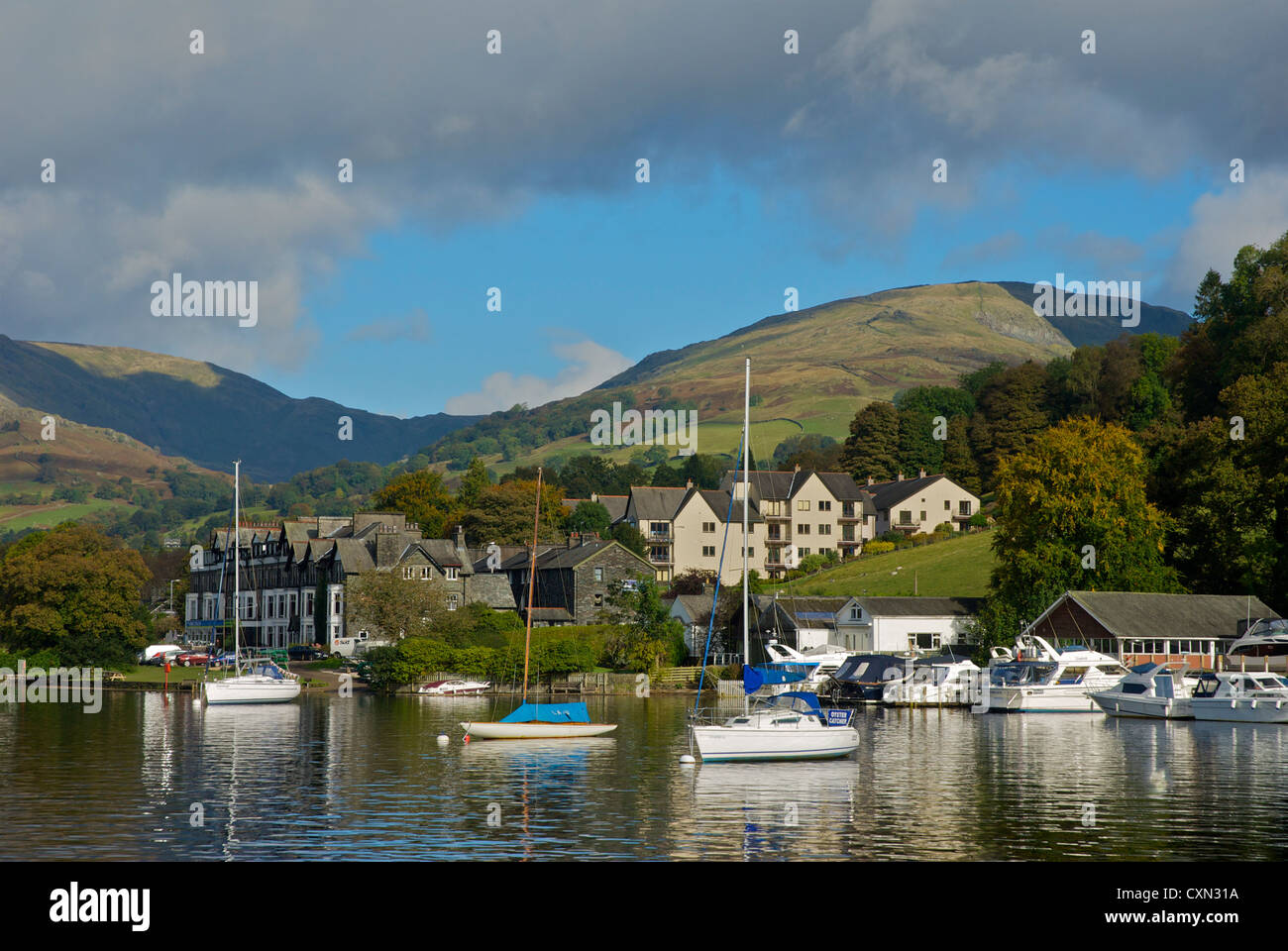 yachts-moored-on-lake-windermere-at-waterhead-lake-district-national-CXN31A.jpg