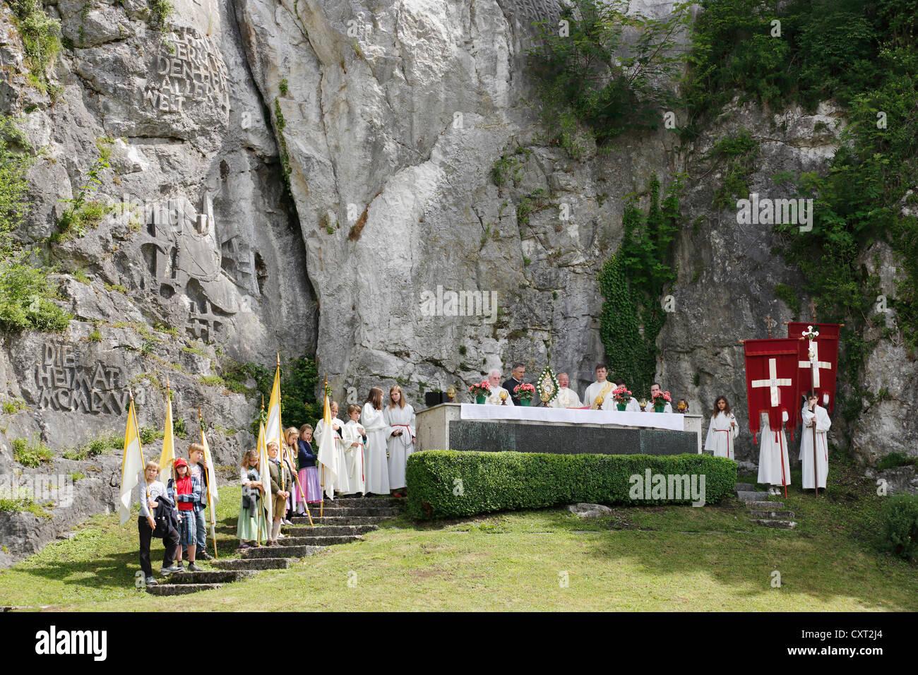 Mass at the war memorial at Mt Johannesberg, Corpus Christi procession, Traunkirchen, Salzkammergut region, Upper - Stock Image