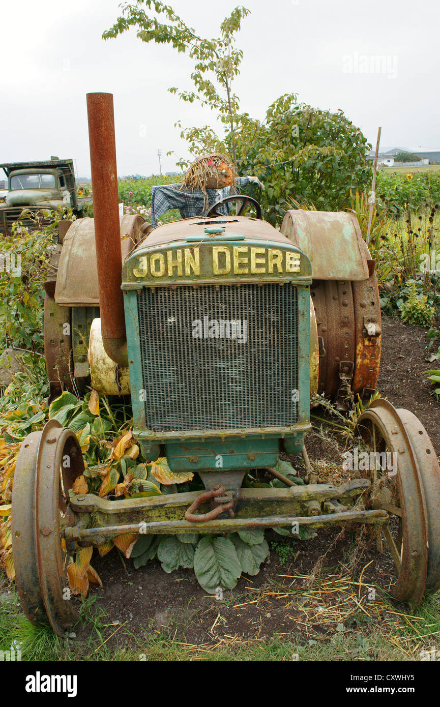 old-john-deere-tractor-at-a-farm-in-ladner-delta-british-columbia-CXWHY5.jpg