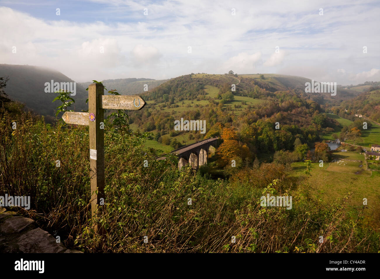 signpost-at-monsal-head-looking-over-the
