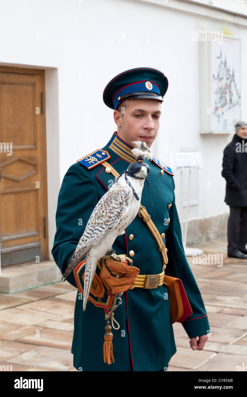 russian-soldier-holding-a-bird-of-prey-at-the-kremlin-in-moscow-CY856B.jpg