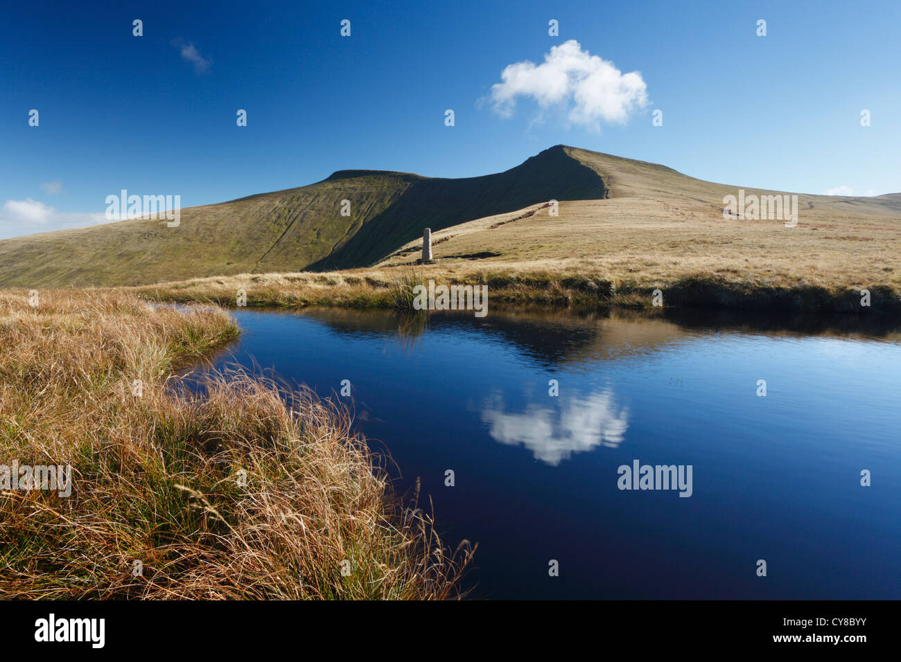 Pen y Fan & Corn Du from near Tommy Jones' Obelisk. Brecon Beacons National Park, Powys, Wales, UK. - Stock Image