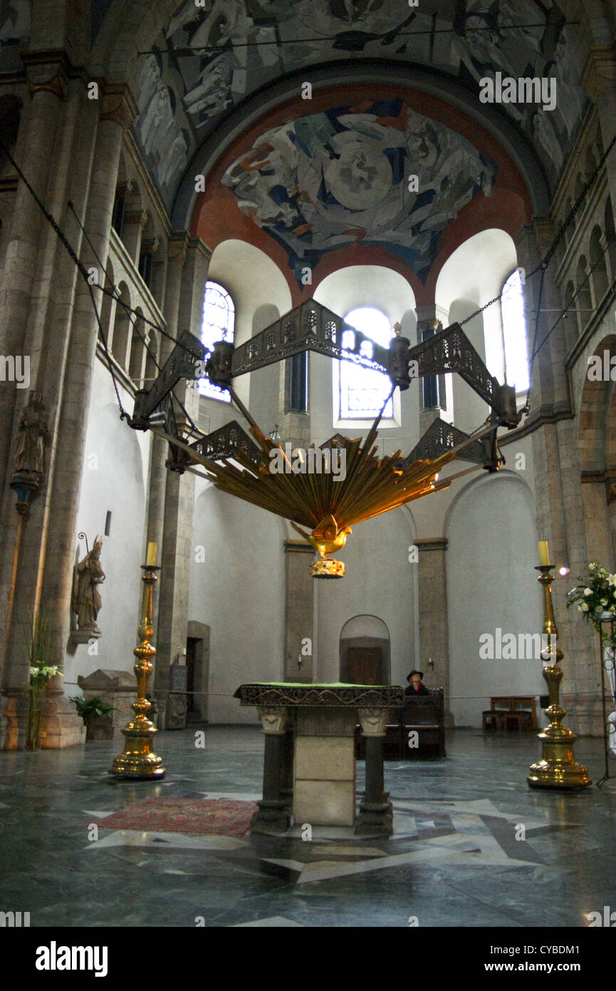 modern-wrought-iron-altar-sculpture-st-aposteln-church-cologne-kln-CYBDM1.jpg