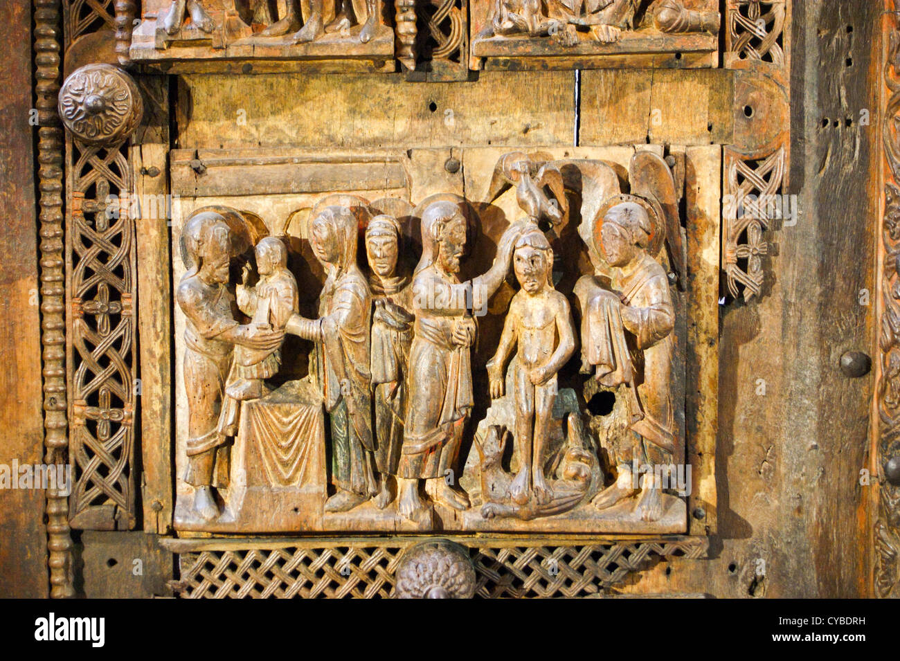 detail-of-romanesque-wooden-doors-1060-st-maria-im-kapitolkirche-church-CYBDRH.jpg