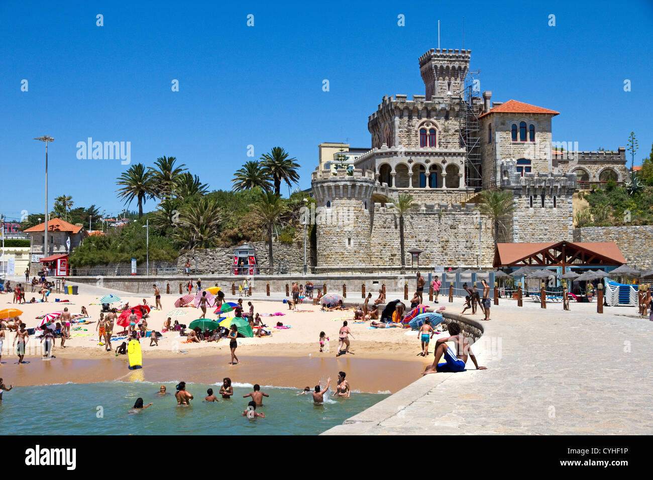 Main beach (Praia do Tamariz),  jetty and Forte da Cruz, Estoril, Lisbon Coast,  Estremadura, Portugal. Stock Photo