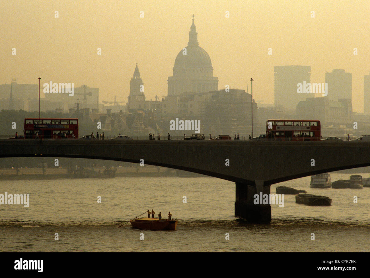crossing-transport-over-waterloo-bridge-