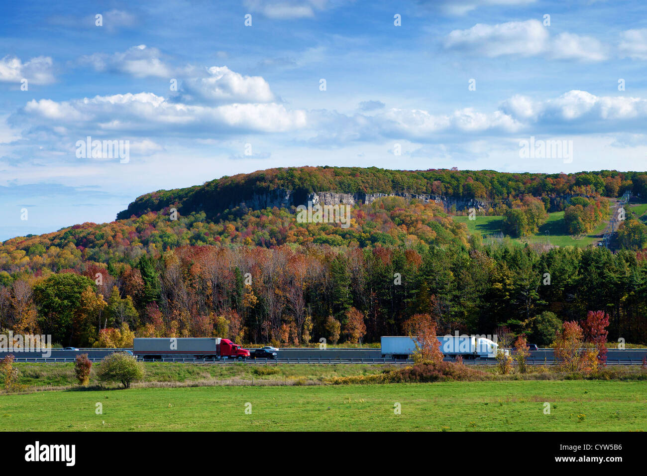 Highway 401 with Rattlesnake Point in Niagara escarpment in the background, Ontario, Canada - Stock Image