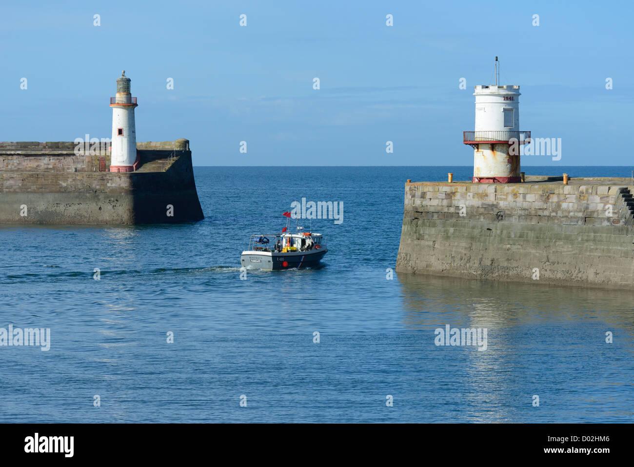 fishing-boat-maverick-leaving-the-harbour-whitehaven-cumbria-england-D02HM6.jpg