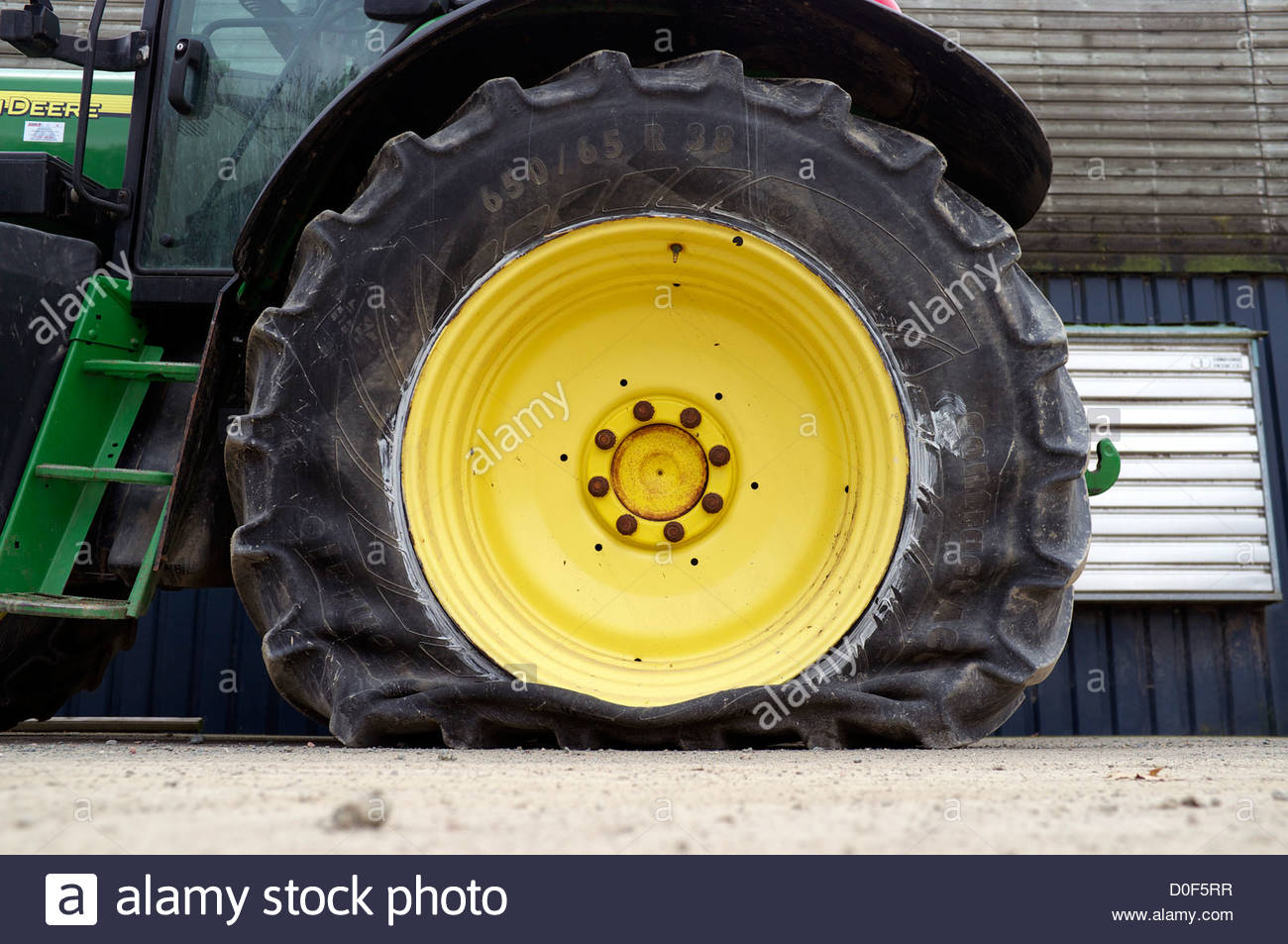 a-flat-tyre-on-an-agricultural-tractor-i