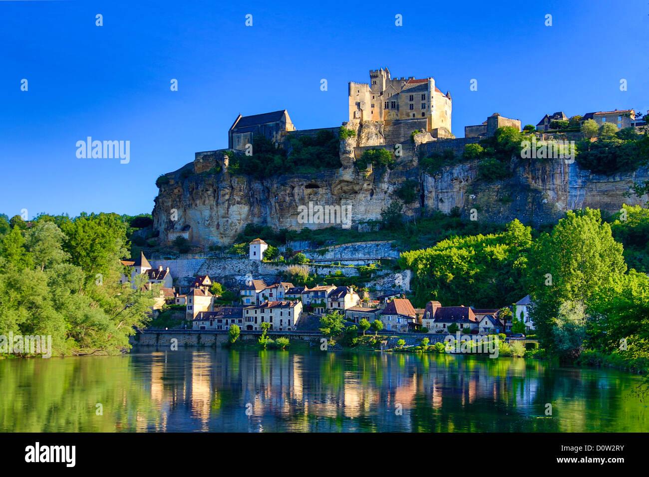 France, Europe, travel, Dordogne, Beynac, architecture, castle, landscape, medieval, morning, river, skyline, steep, - Stock Image